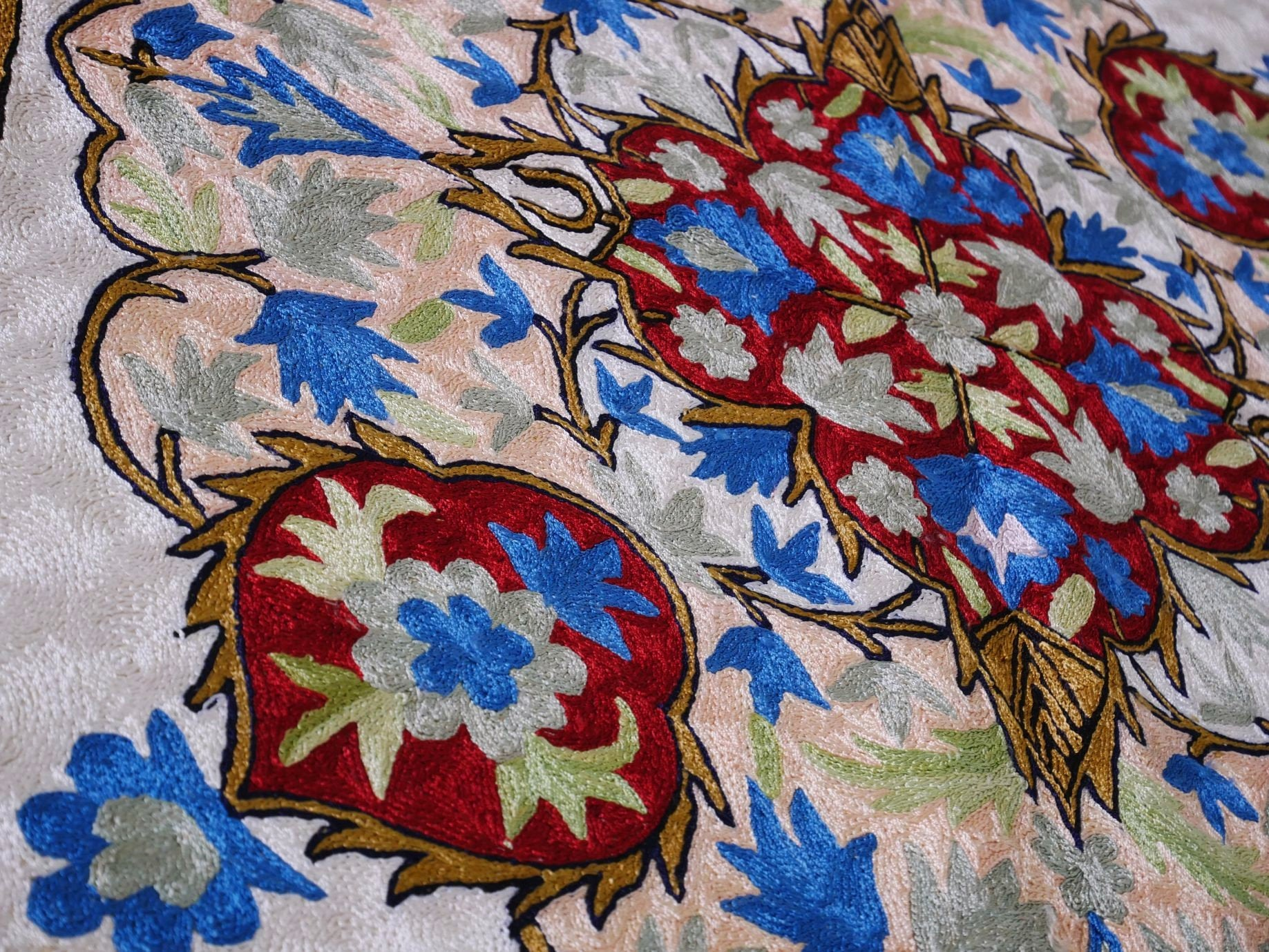 Kashmiri silk rug, area rug, boho rug 3 x 5 decorative hand made rug, bohemian home decor