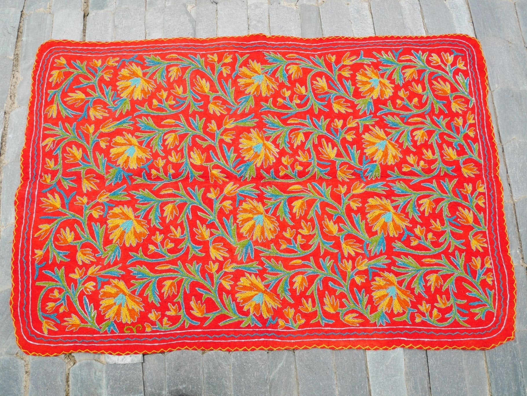 "Kashmiri ""Namda"" 6x4 hand felted and embroidered rug ""Indian summer"" made of pure wool for bohemian - rustic decor"