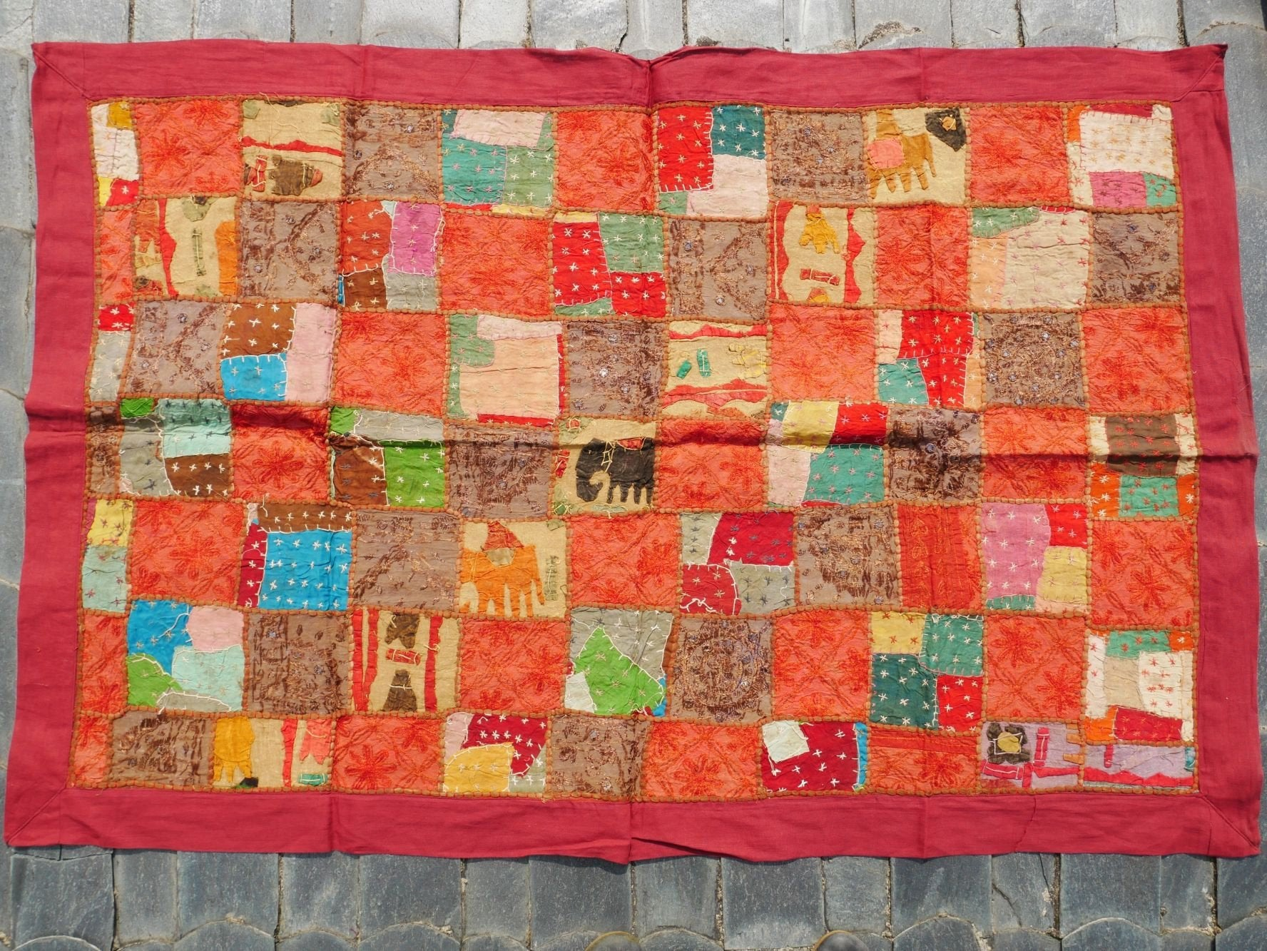 Wall tapestry - Indian wall hanging made of vintage patchwork textiles for hippie wall decor and bohemian bedroom decor