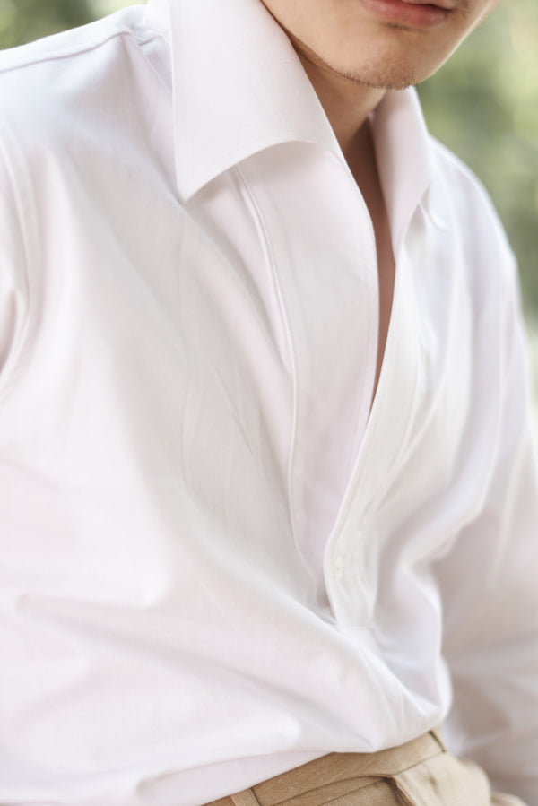 White - triangle polo collar shirt