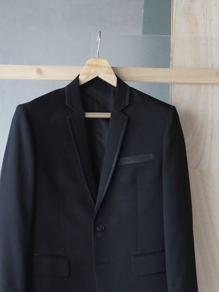 Ventura satin lapel with black plain