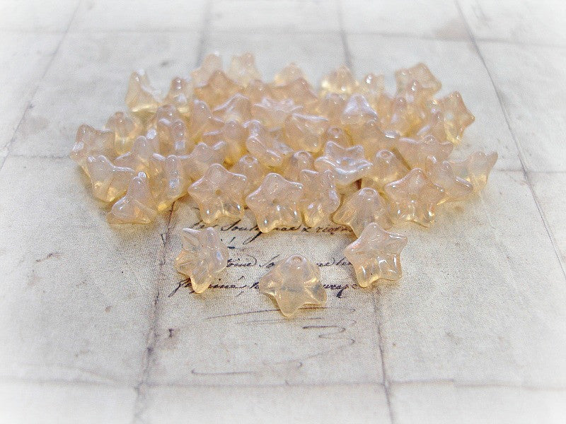10 Champagne Peach Trumpet Bell Flower Beads 6 mm x 9 mm