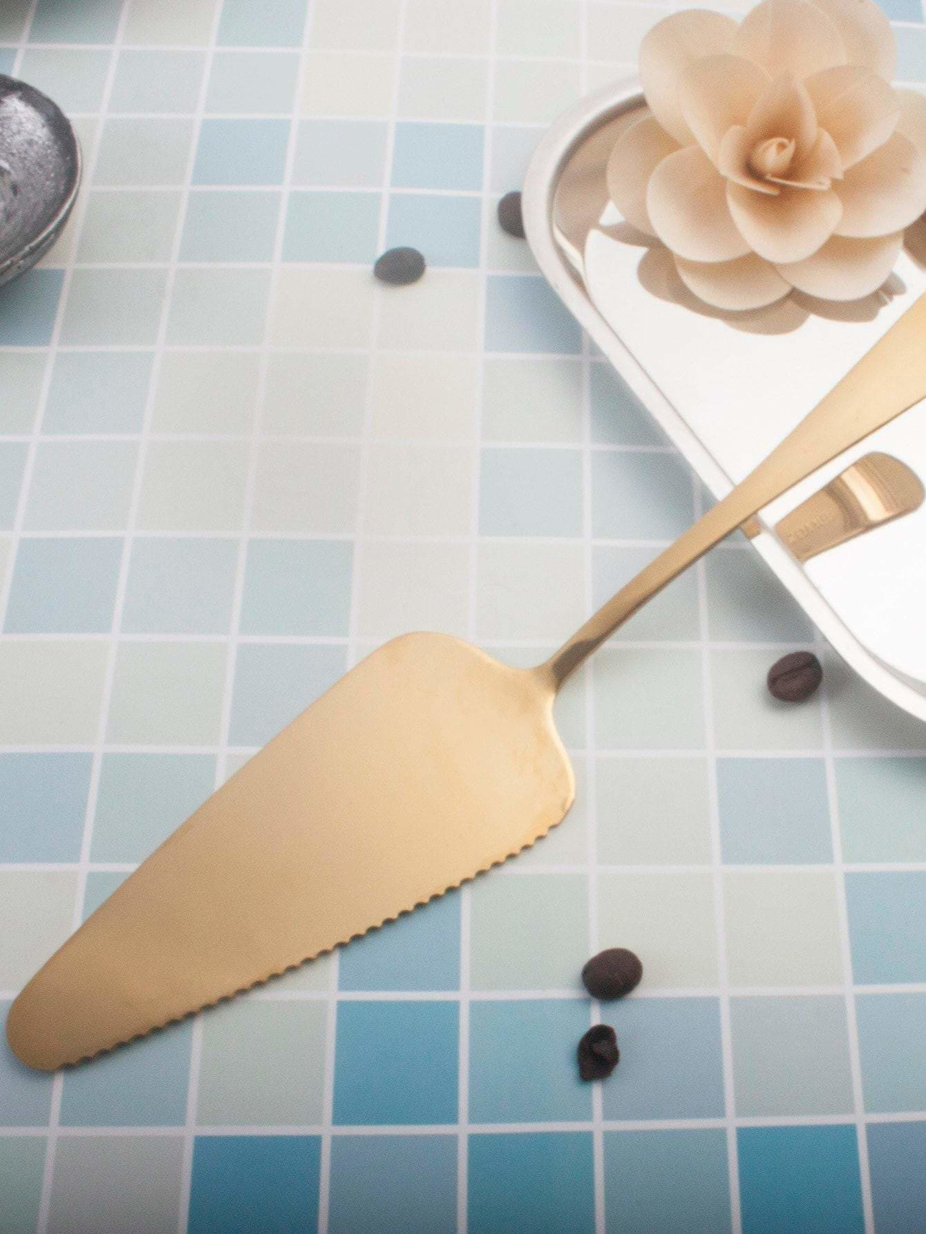 Flatware Cake Server - one-size / ONE COLOR