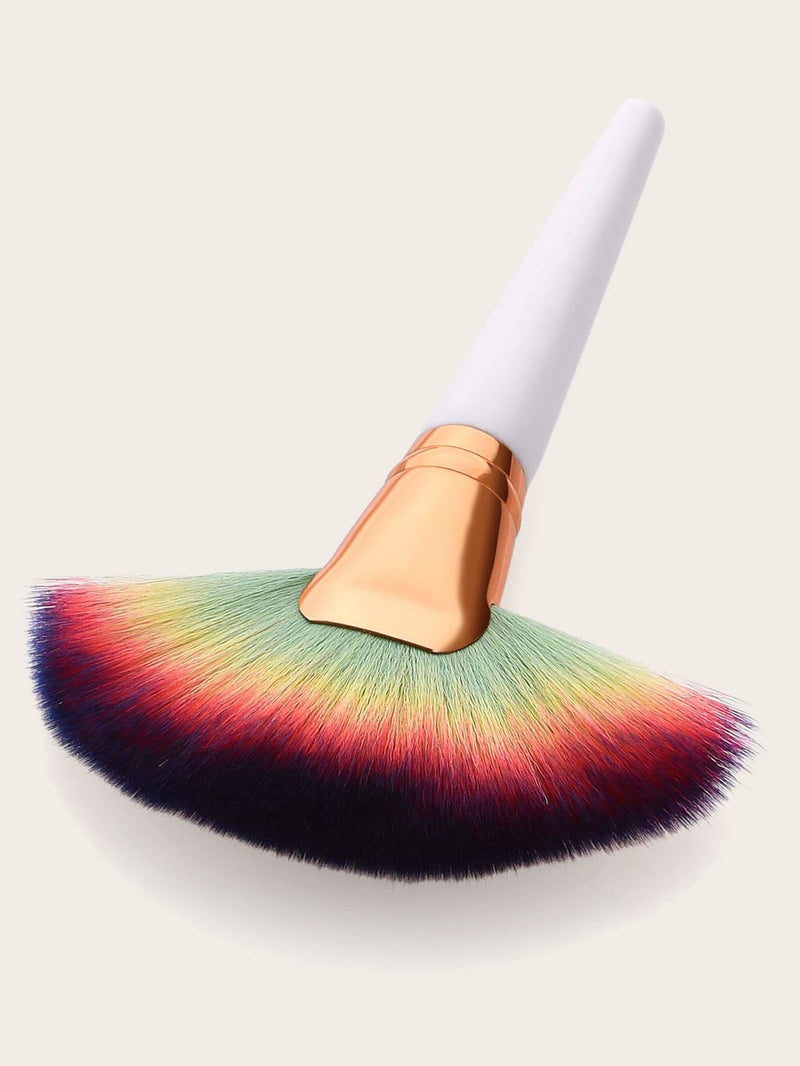Ombre Fan Shaped Makeup Brush