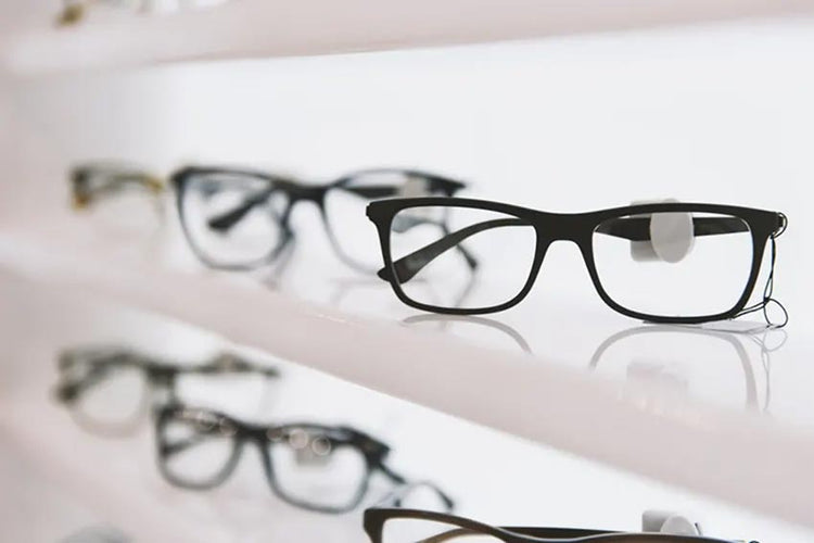 Tips for wearing your glasses confidently