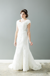 Style: WL5118 Modest slim fitted wedding gown