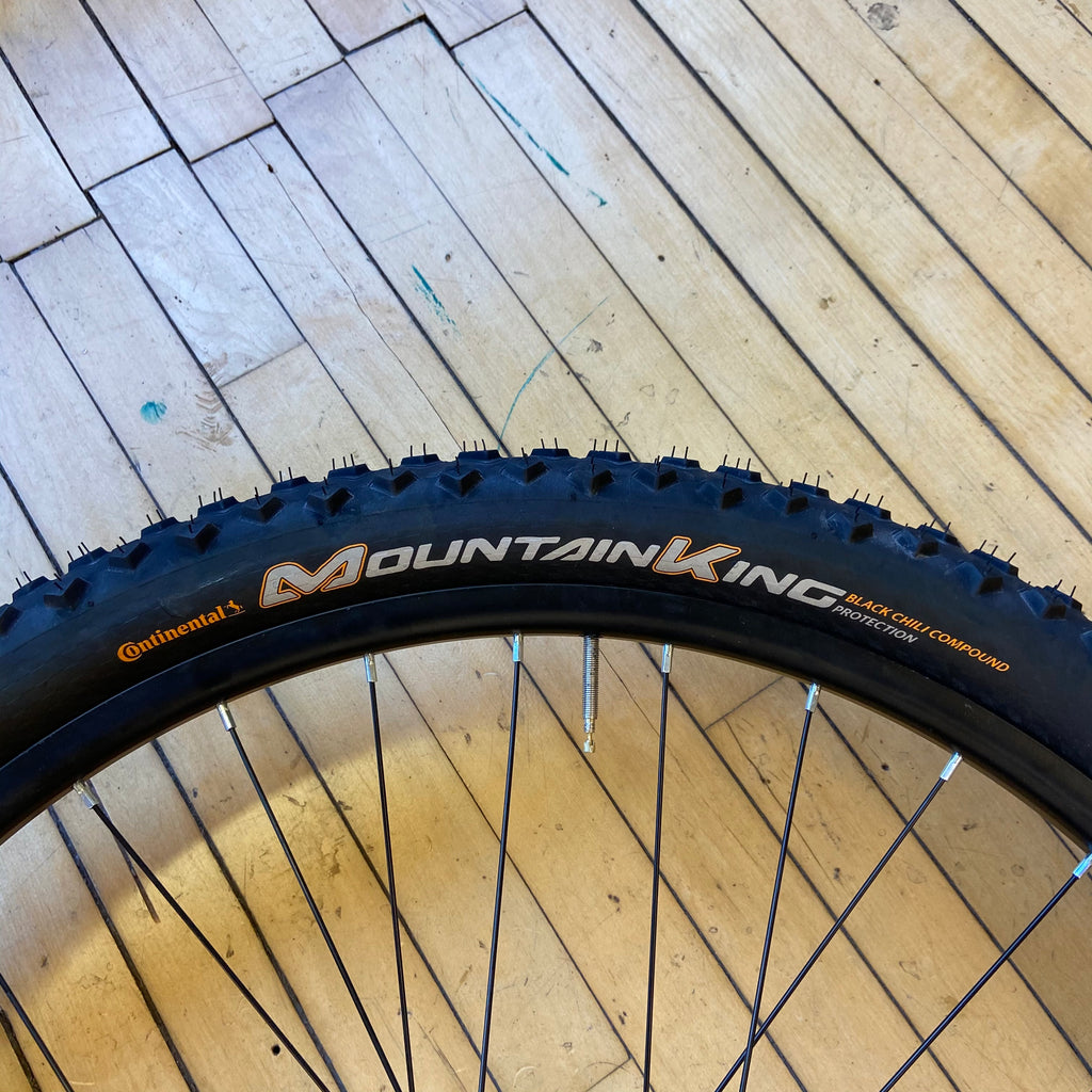 Display Continental Mountain King 27.5x2.3 Folding Tubeless Tire