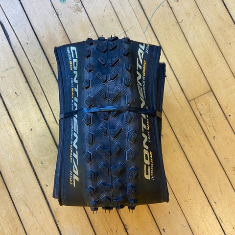 Image of Display Continental Mountain King 27.5x2.3 Folding Tubeless Tire