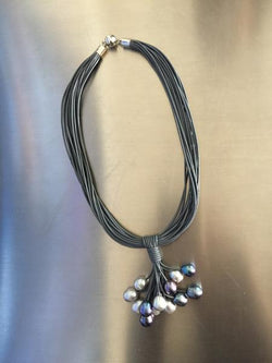 Short Gray Cluster Leather Necklace with Gray Pearls