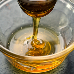 Pure dripping honey as a very healthy sugar substitute for body health