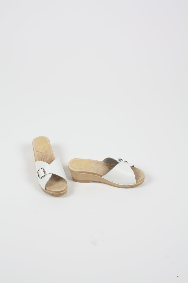 Abuela Clog on Mid Wedge White