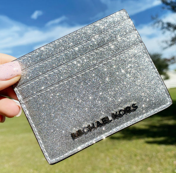 Michael Kors Giftables Jet Set Travel Large Card Silver Glitter - Gaby's Bags