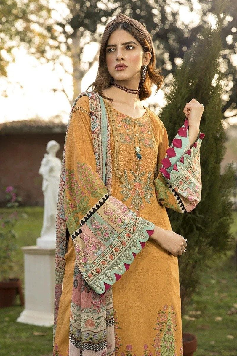 3 pcs MB319-B Heavy Embroidered Lawn Suit - Chenab Stuff