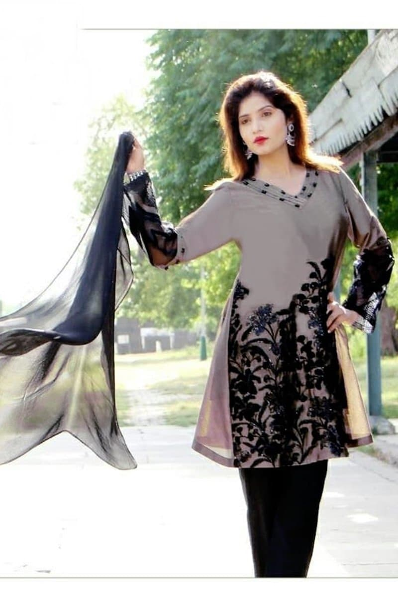 Zainab Chotani Zc-6008 Grey(Linen) Embroidered Three Piece Linen Collection
