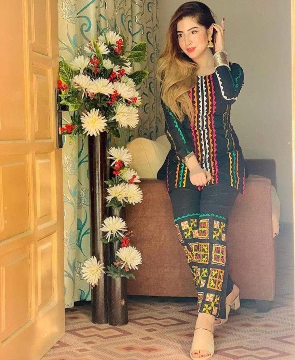 Urwa UH-01 Embroidered Lawn two piece