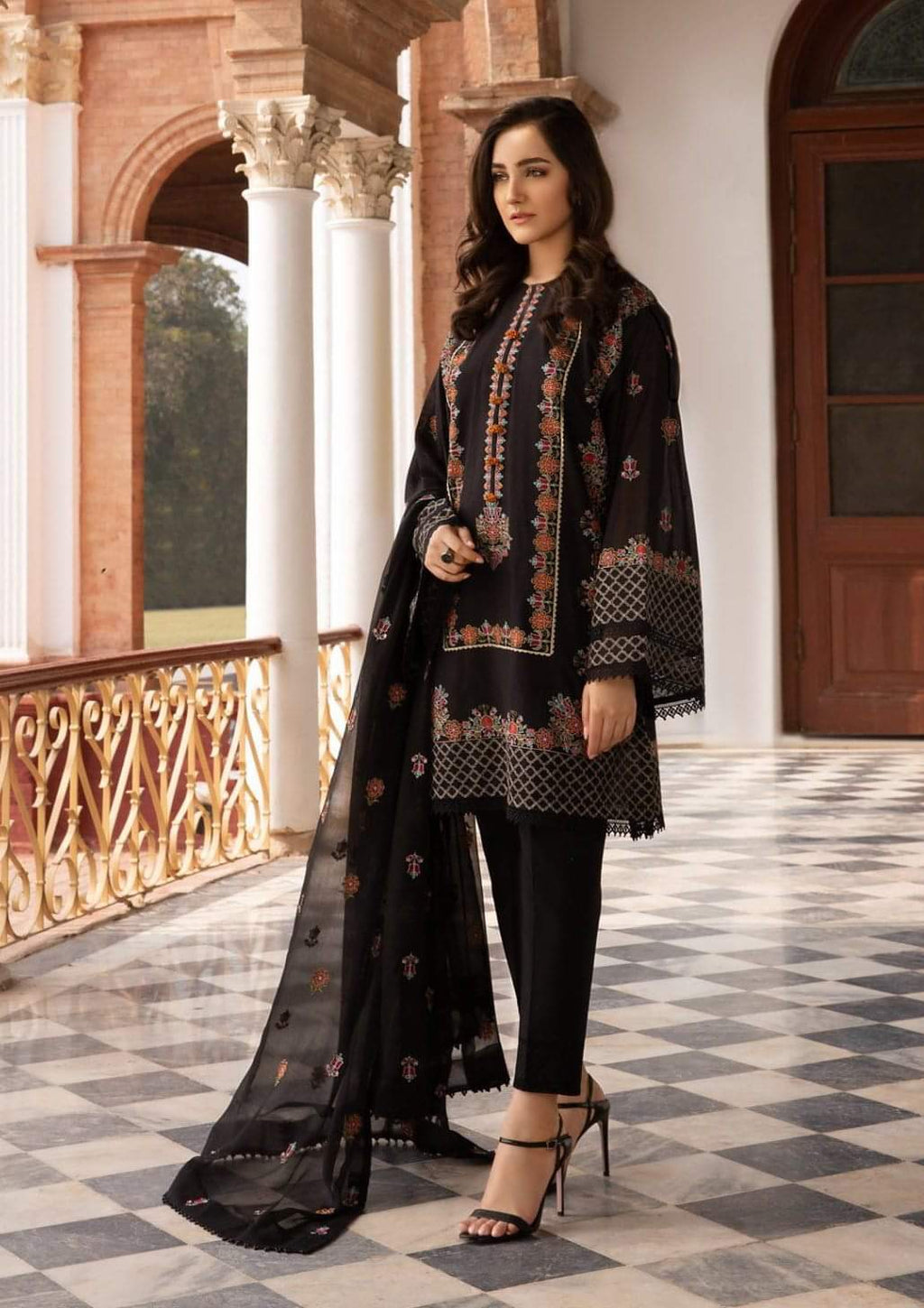 Bareeze BR-72 Black Embroidered Linen Three Piece Winter Collection