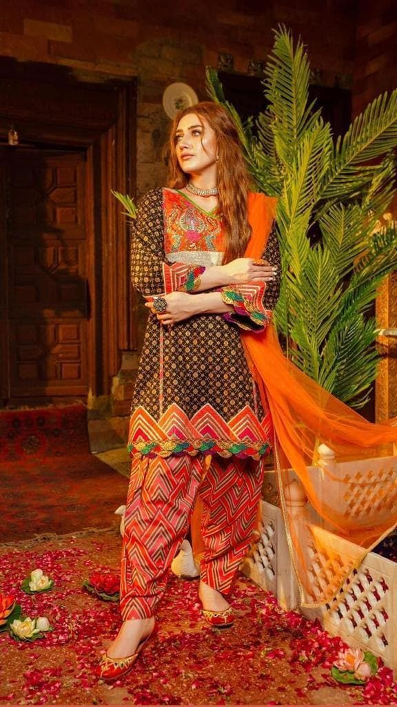 Zahra Ahmad CS_D-4 Linen Embroidered three piece With Woolen Shawl