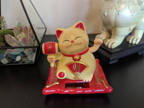 Solar Powered Lucky Cat with Waving Arm