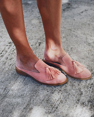 Woman modeling Jerrie shoes in peach colour