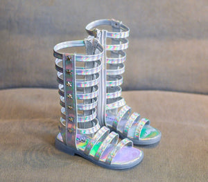Metallic gladiador sandals