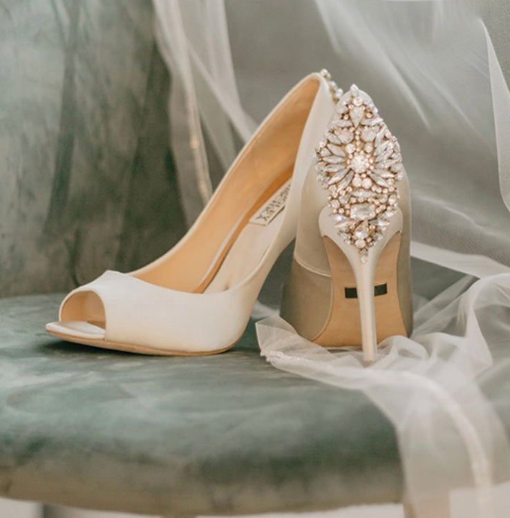 Mpls.St.Paul Magazine  Taylor Hugo • USA • Jan 6 • 11:07 am     A Whirlwind Romance   by Badgley Mischka. The Details The bride's cathedral-length veil was encrusted with crystal beadwork to match her shoes by...    Reach 97k