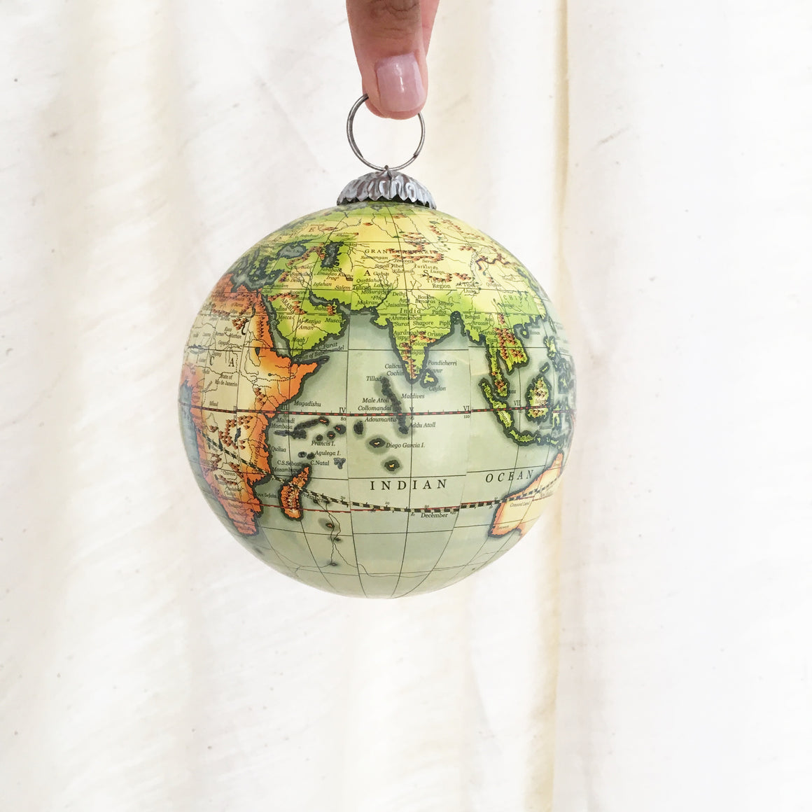 Decorative Globe Ornament (Soft Green)