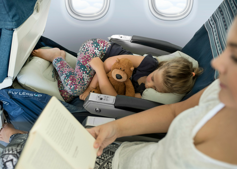 Fly LegsUp for Kids. Inflatable cushion for children on flights.