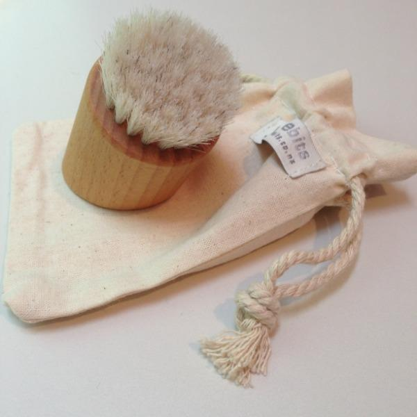 wooden face brush on Weebits muslin carry bag