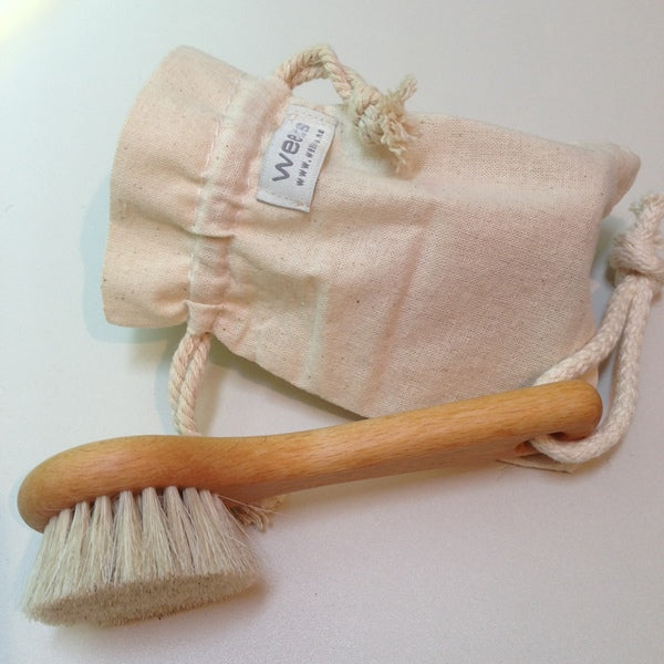 Natural wooden face brush with drawstring carry bag