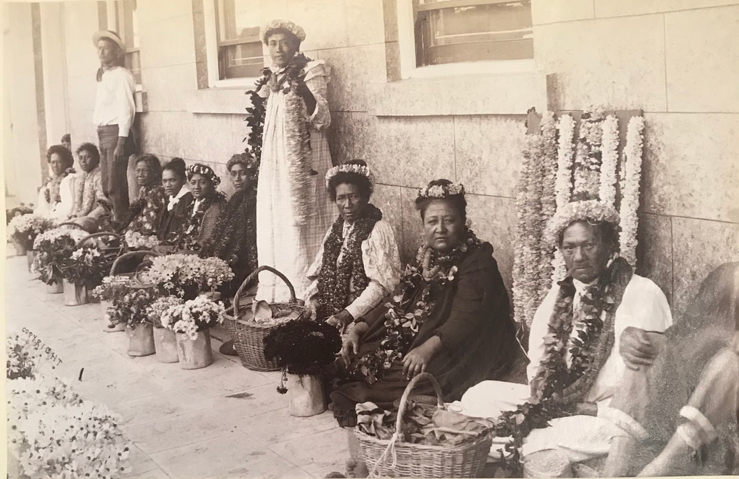1880's Vintage Albumen Photograph Of Lei Sellers In Hawaii