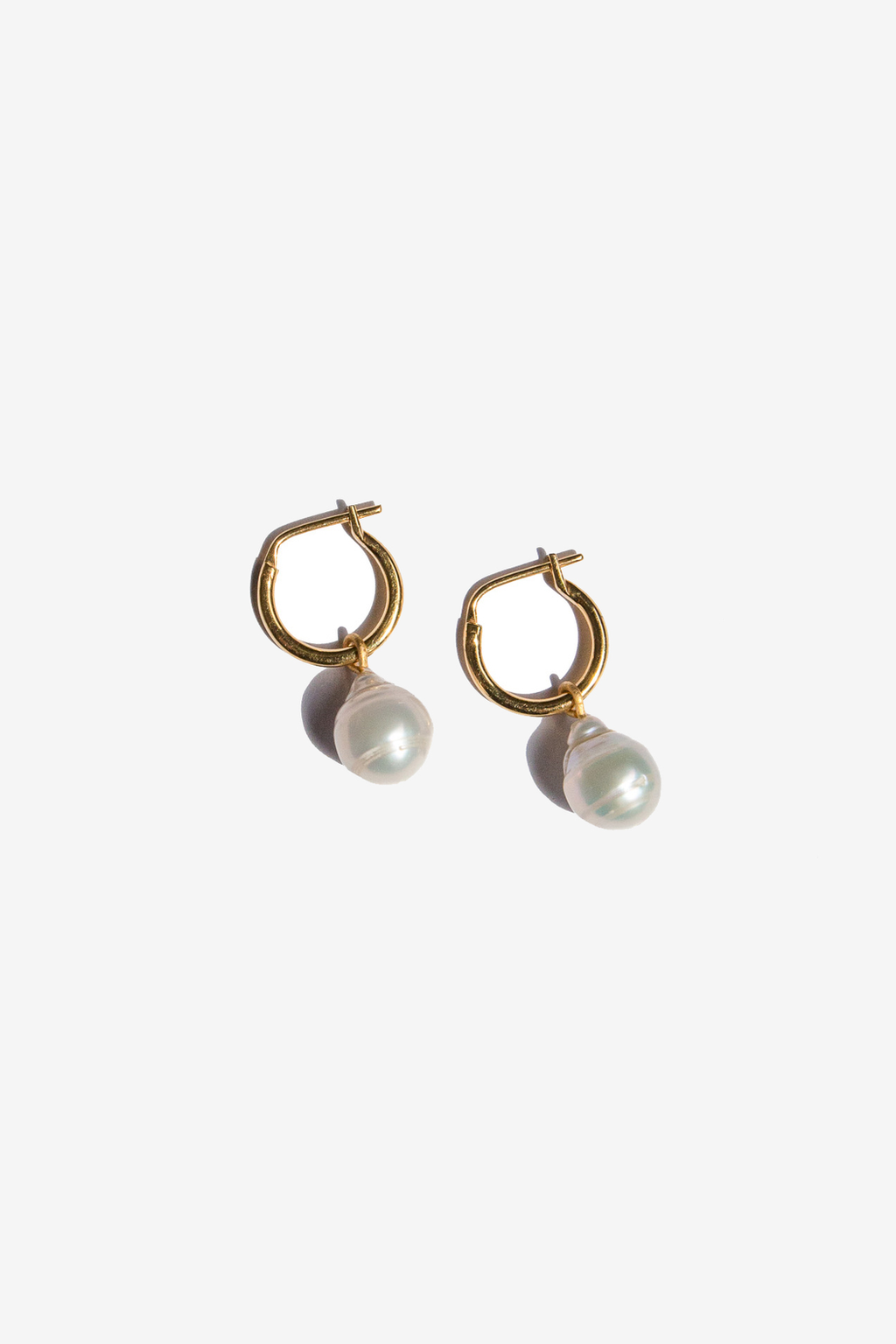 flash - eva pearl sleeper hoops - gold