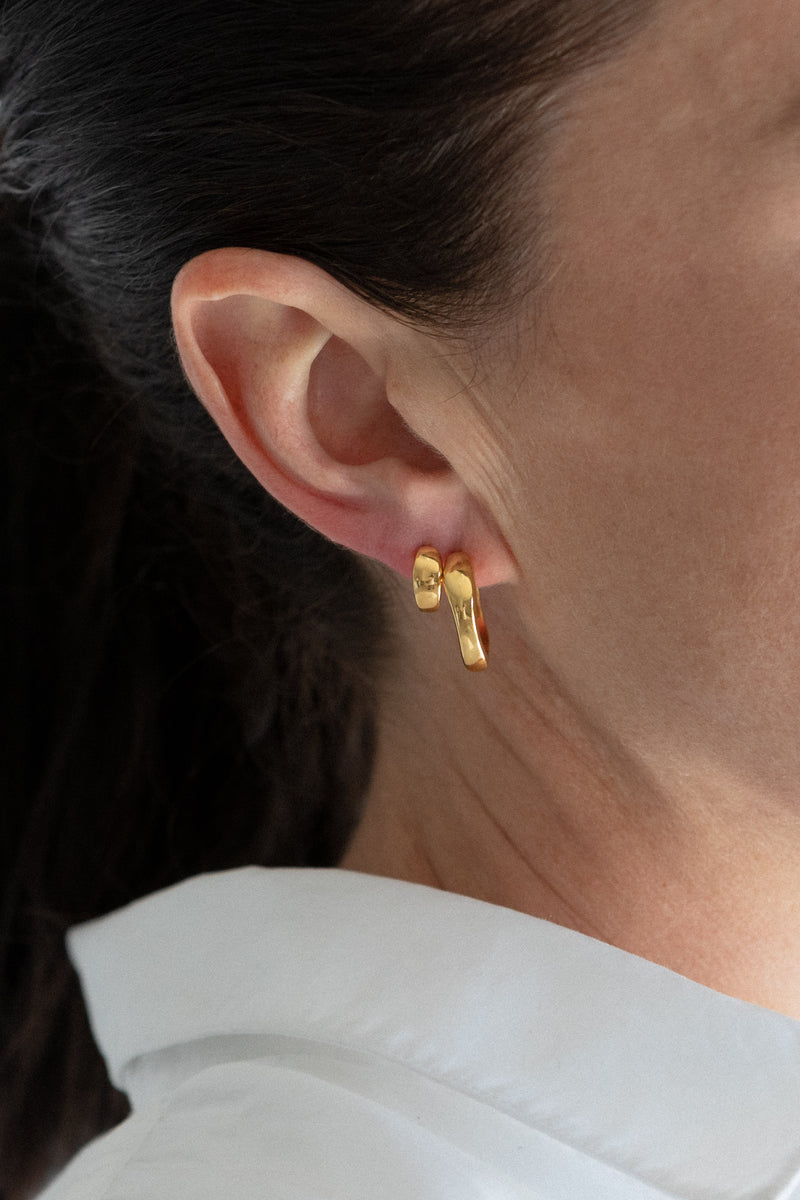 waves studs - gold