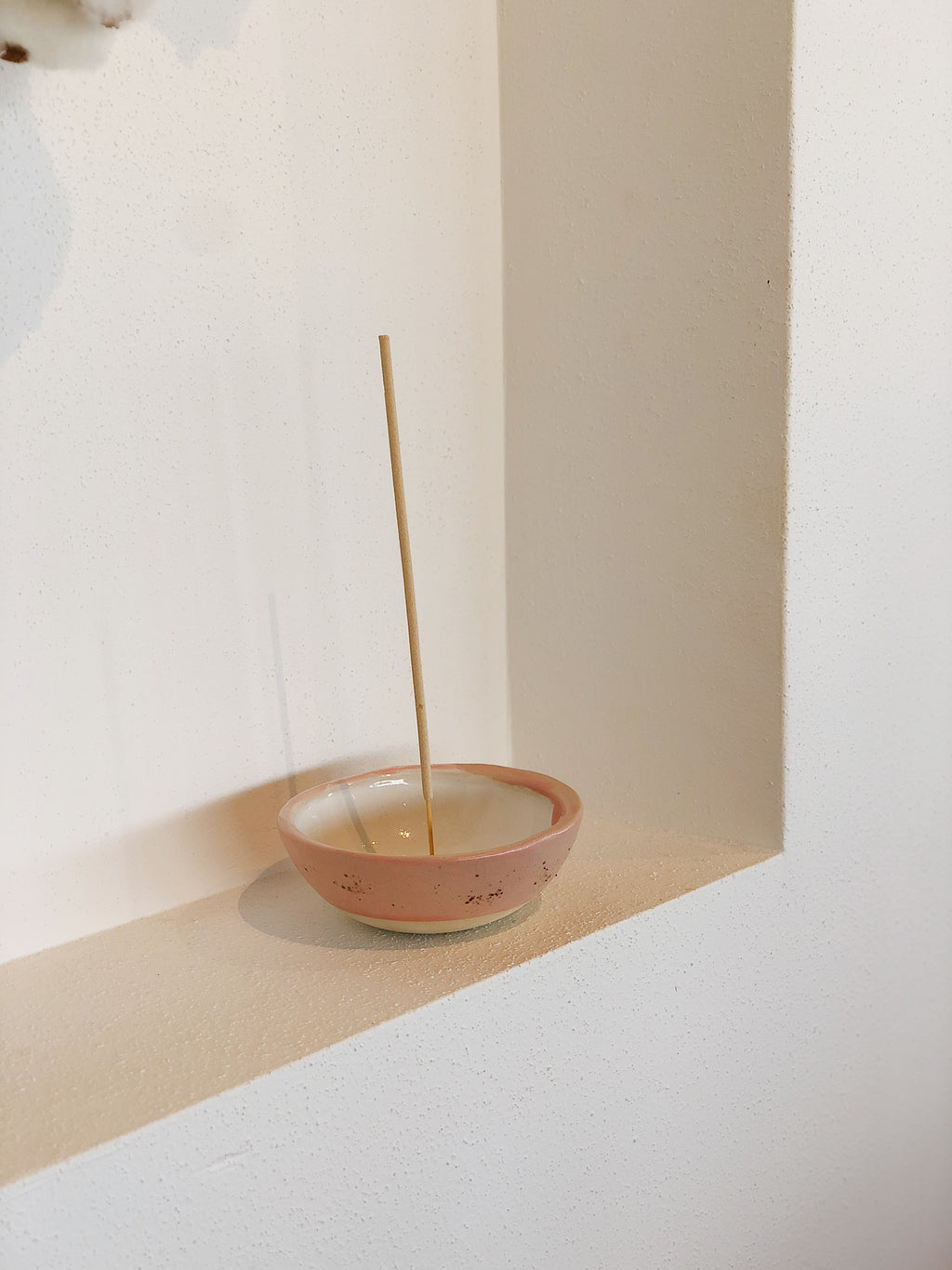 pandanus pod - ceramic incense bowl - pink