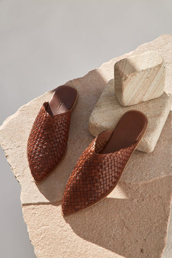 caio woven flat - antique tan