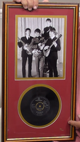 200381 - The Beatles Framed Photo & Original 7