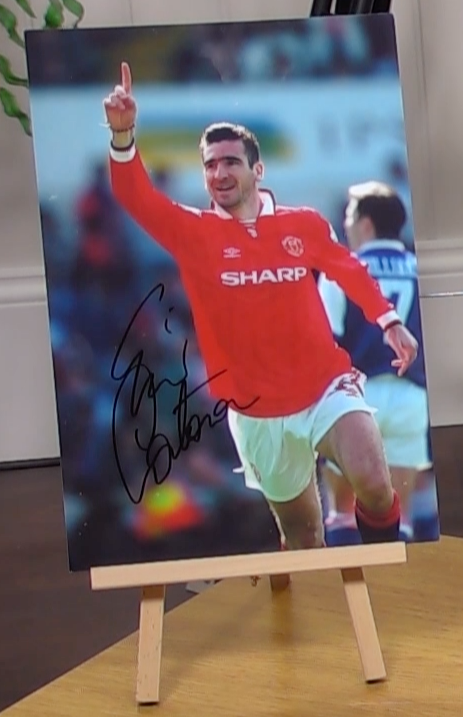 200388 - Eric Cantona Large 16 x12 Colour Photo in Manchester United kit Personally Signed - Treasure TV