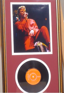 200292 - David Bowie Framed & Mounted Photo & Original Vinyl Single Record - Treasure TV