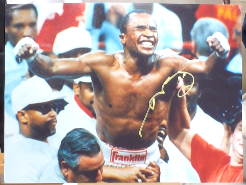 200149 - Sugar Ray Leonard Mounted Colour Photo Personally Signed - Treasure TV