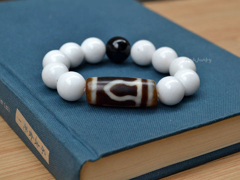 Tibetan one eye dzi bracelet