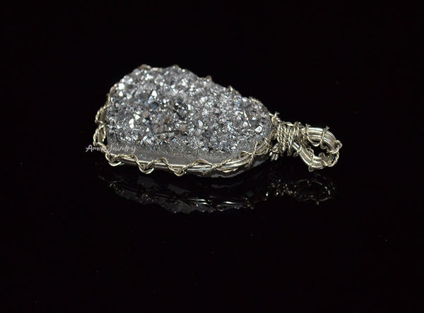 brass wire wrapped agate pendant