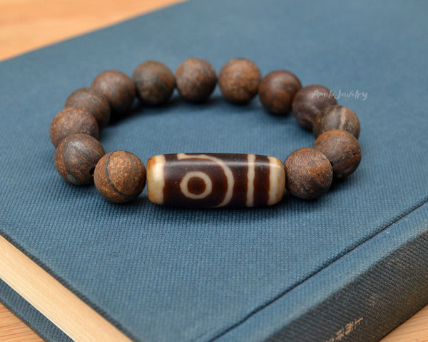 Two eyes dzi agate amulet bracelet.