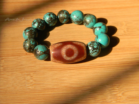 Three eyes dzi agate bead bracelet
