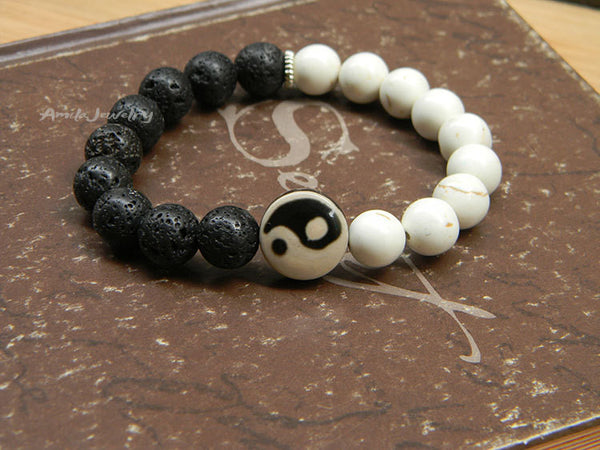 Yin Yang black and white beaded bracelet