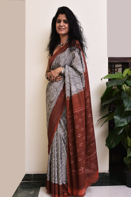 Ethnic Elegance. Handloom Fine Cotton Ikat Saree (With Blouse Piece)