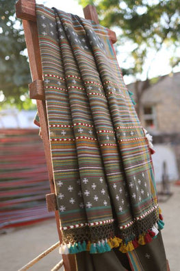 `The Handloom Tree' Kutchi Extra Weft Weaving Cotton Saree Colour - Capulate Olive-10