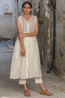 Sadhna 'Nirali' White V neck long cotton kurta