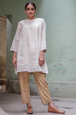 Sadhna 'Loomar' White short plain full slv cotton kurta