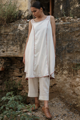 Sadhna 'Biri' White boat neck cut slv cotton kurta