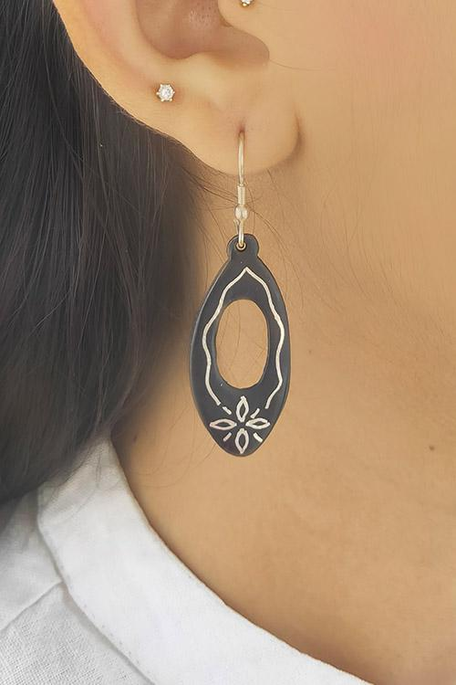 Whebyabira Pure Silver Inlay Bidri Oval Dangler Earring