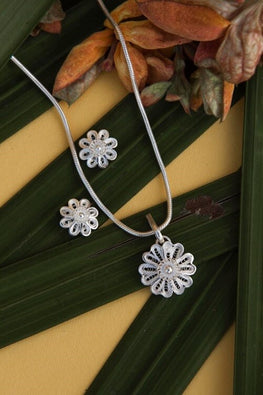 Silver Linings Swaying Handmade Silver Filigree Pendant Set Online